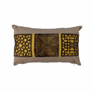 Capa de Almofada em Algodão Retangular Bege/Amarelo com Recortes em Couro A30xL50 cm